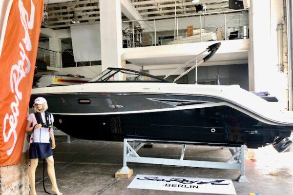 Sea Ray SLX 250 Wakeboard TOWER 6,2 Liter Mercruiser V8 mit 350 PS BRAVO III MODELLJAHR 2021 LIEFERBAR März 2021